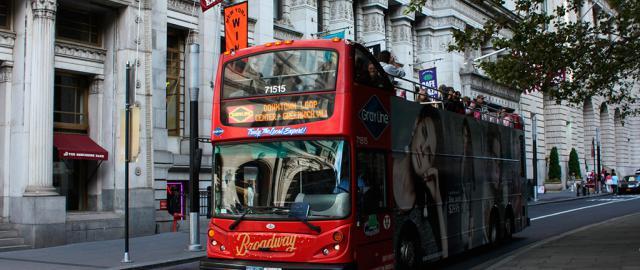 Bus turístico. Foto Prayitno